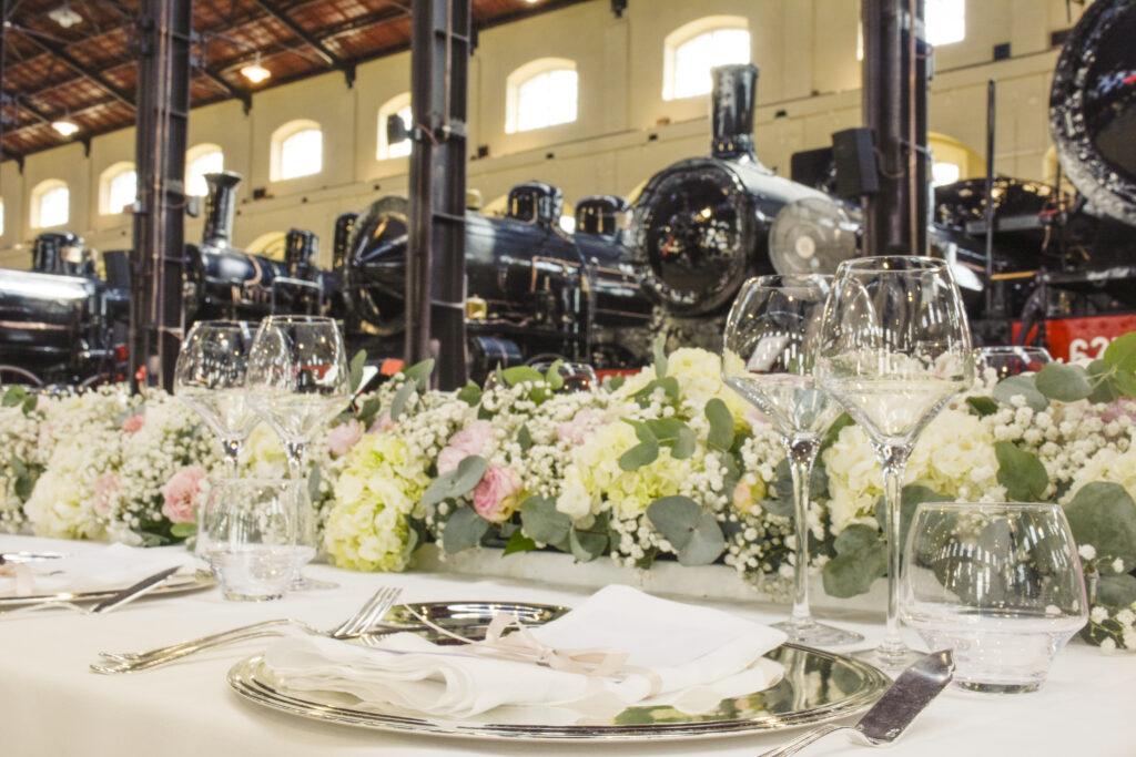 matrimonio al museo ferroviario di pietrarsa. long table