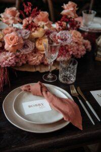 Rimandare matrimonio in autunno.Il rosa.