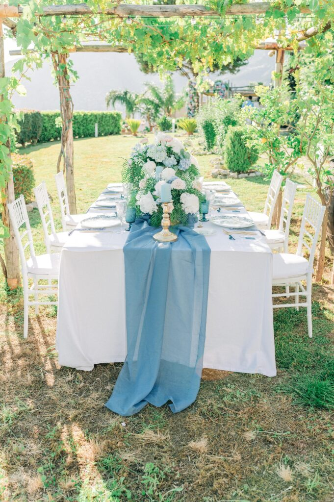 tavolo imperiale in giardino polvere e oro