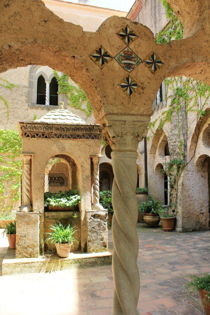 il chiostro villa Cimbrone